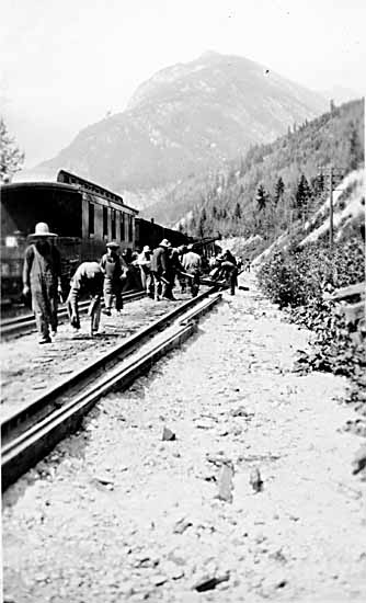VPL #1746, unknown, 1924, Chinese men laying CPR track near Glendele