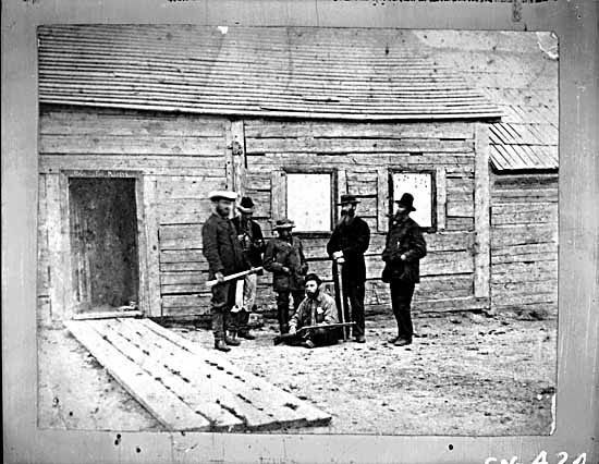 VPL #424, unknown,1879, HBC post at Fort McLeod