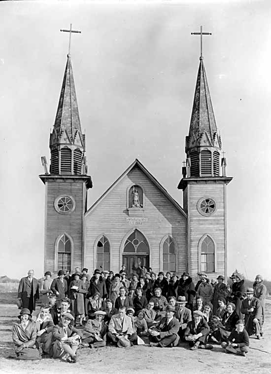 VPL #8116, Frank, Leonard, 193- , Men, women and children                            at St. Michael's Church on the Musqueam Indian Reserve
